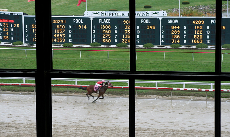 Last live racing of the season at Suffolk Downs on Saturday