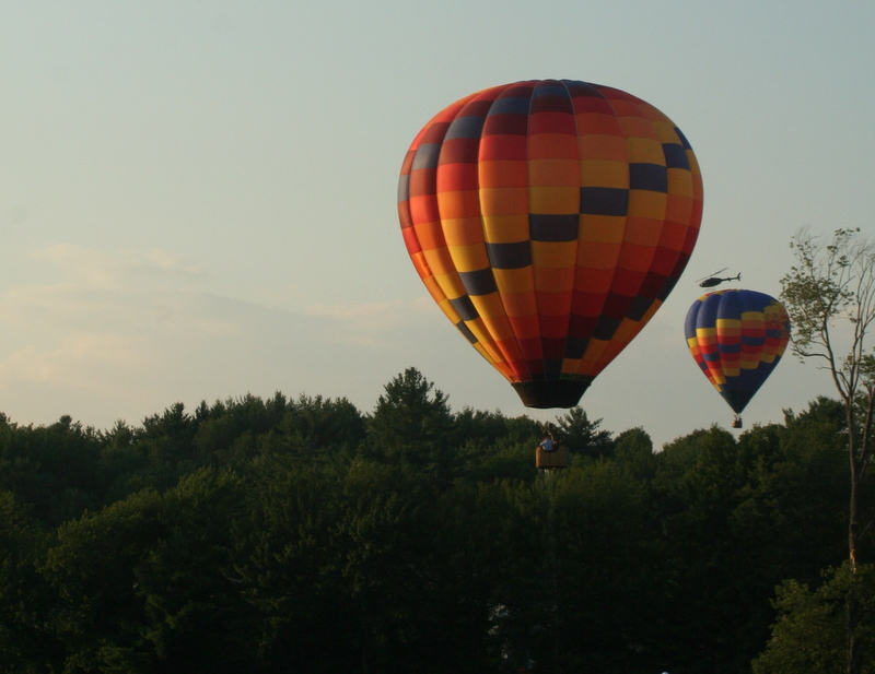 The balloon in the foreground skimmed the river and has water dripping off the basekt... lots of action in the sky too!