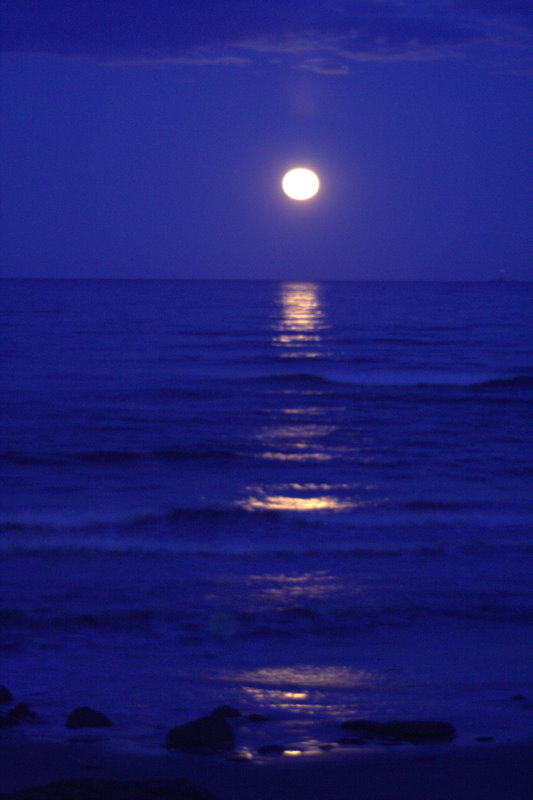 Super Moon and it's reflective light on the ocean