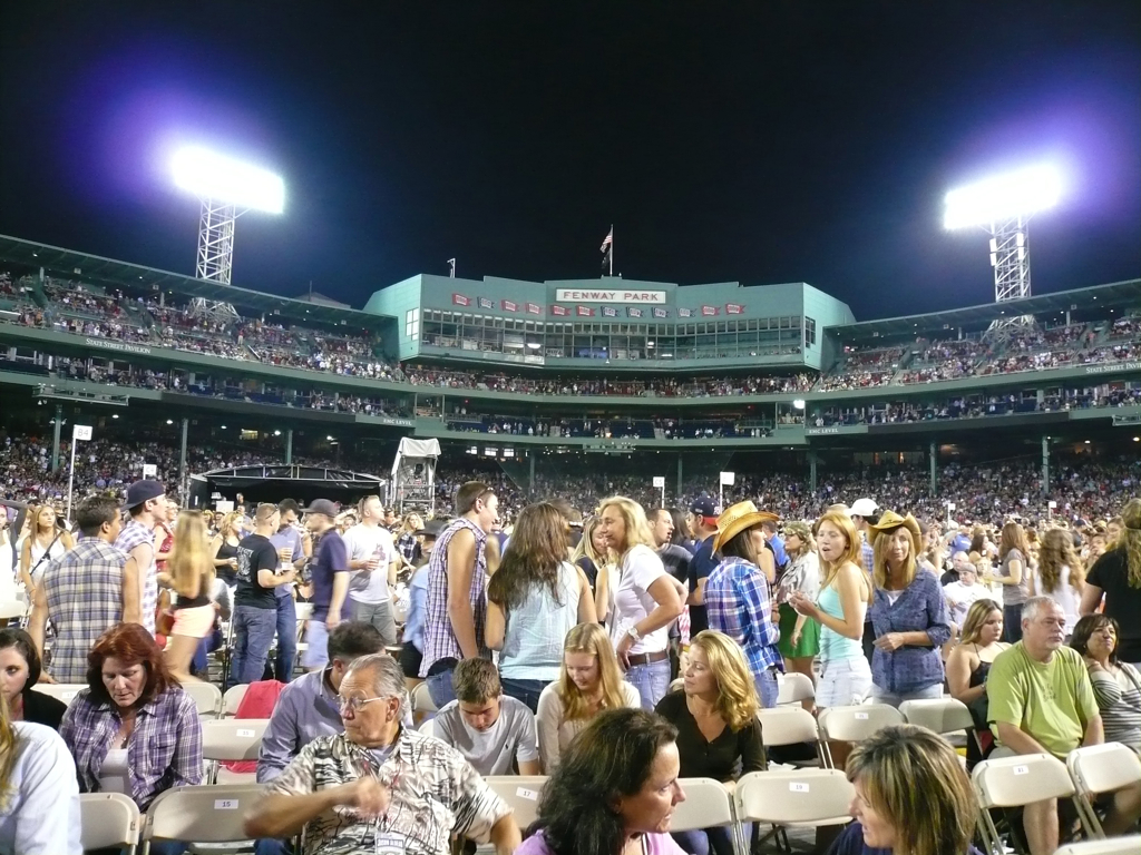 Fenway goes country... the crowd between sets.